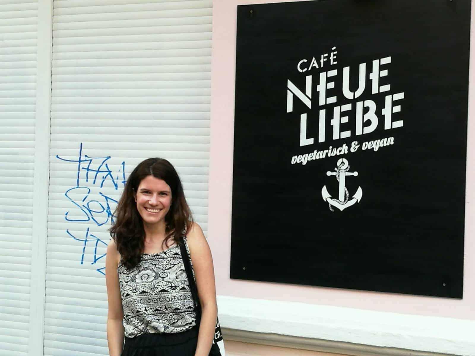 """Kulturspaziergang mit Pippi und Eva Stock und Treffen im Berliner Café """"Neue Liebe"""""""